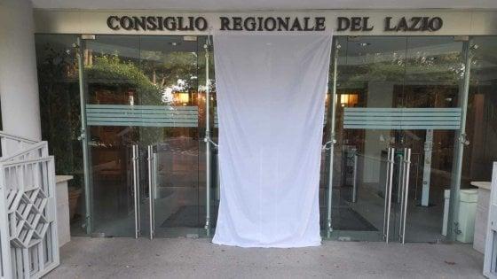 Roma, un lenzuolo bianco e un video degli studenti nell'anniversario della strage di Capaci