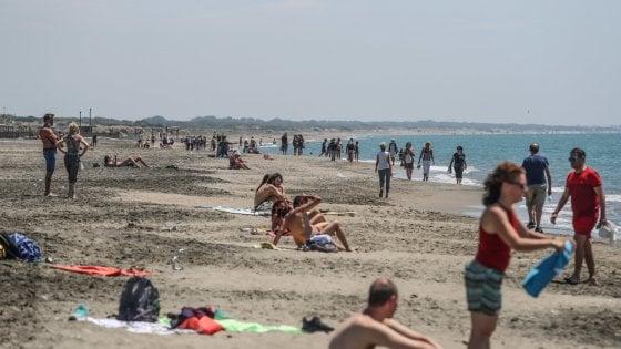 Fase 2 Ostia, spiagge affollate ma niente assembramenti nel primo sabato di riapertura