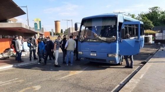Roma, ennesimo sgombero al Baobab dietro la stazione Tiburtina: è il primo dopo il lockdown