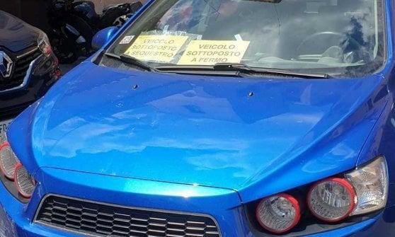 Roma, video dell'auto contro il muro: patente ritirata all'ex rapper diventato virale sui social