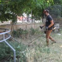 Roma, scope, palette e rastrelli: a Centocelle il parco lo puliscono i residenti