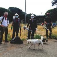 Roma, a Centocelle i volontari puliscono il parco
