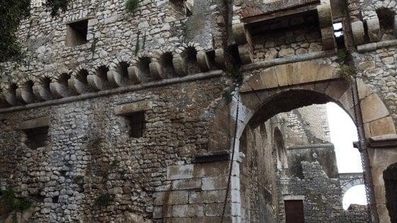 Sermoneta, dal 30 maggio il castello riapre alle visite. Nel week end in 4 mila a Ninfa