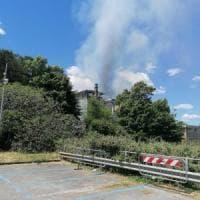 Roma, incendio nell'ex succursale Istituto Hertz chiuso il parcheggio Cotral