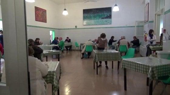 """Coronavirus Roma, l'allarme di Sant'Egidio: """"Alla mensa +30% di utenti, raddoppiati i pasti da asporto. Arrivano anche nuovi poveri"""""""