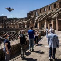 Fase 2 Roma, il Colosseo riapre dopo 84 giorni. I primi visitatori: