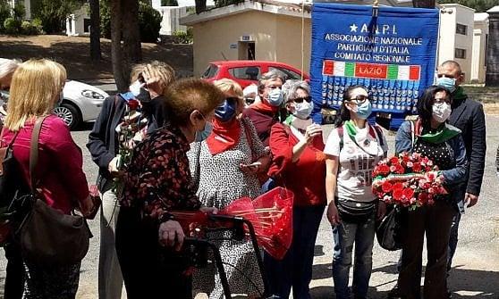 Roma,  la staffetta delle rose rosse per le Madri Costituenti della Repubblica