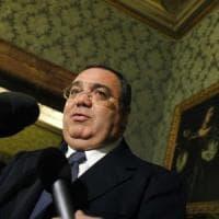 Nove arresti per estorsione e riciclaggio: c'è anche  l'ex senatore Sergio
