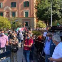 La protesta dei bus turistici davanti alla Regione Lazio.