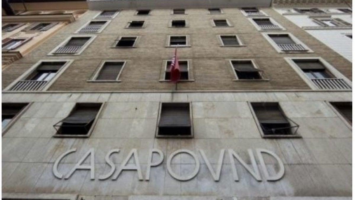 """CasaPound: """"Ci sgomberano"""". Raggi: """"Torna la legalità"""". Ma è giallo sull'avviso di sfratto della sede in via Napoleone III"""