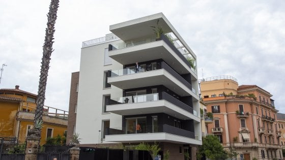 """Roma, ecco la palazzina al posto del villino liberty di via Ticino. I residenti: """"Uno scempio"""". La proprietà: """"È in armonia"""""""