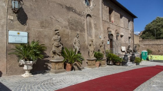 """Statue al Circo Massimo, il Parco archeologico all'hotel: """"Rimuovetele subito"""""""