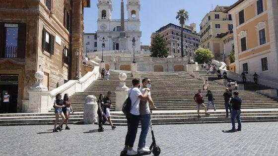 Monopattini, a Roma stop alla sosta selvaggia