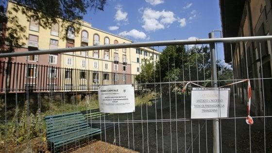 Roma, il verde dimezzato. Villa Mercede ancora chiusa: cresce la giungla