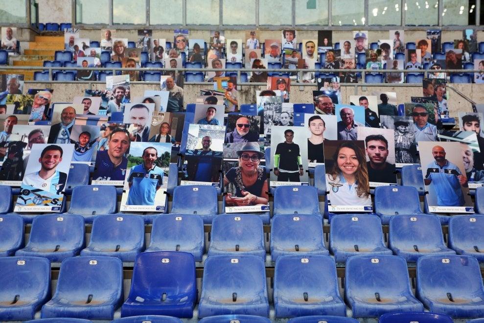 Lazio all'Olimpico, sugli spalti le sagome dei tifosi
