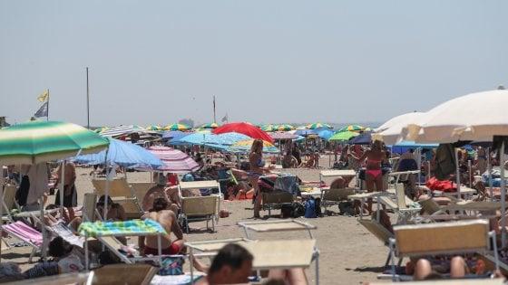 Week end lungo, pienone sulle spiagge del Lazio. Tutto esaurito anche a Ponza e Ventotene
