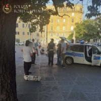 Roma, manovre azzardate con skateboard in pieno centro: multati dieci ragazzi