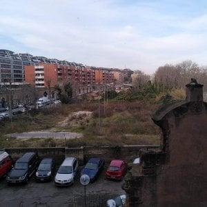 Da sfasciacarrozze a giardino sul Tevere, la scommessa del comitato di Porta Portese