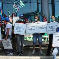 """Fiumicino, la protesta di precari e lavoratori del trasporto aereo: """"Chiediamo sostegno per il rilancio di un comparto strategico"""""""