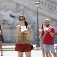 Piazza Campidoglio, universitari in cerchio per chiedere di tornare nelle aule
