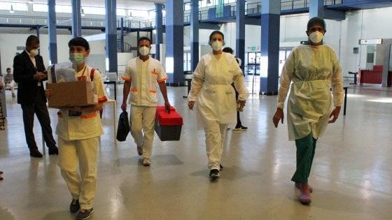 """Coronavirus, nel Lazio 23 nuovi casi: 11 d'importazione. Oltre 2.500 tamponi tra i bengalesi. """"Stanno collaborando"""""""