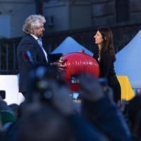 Il Campidoglio, rime e insulti: il post di Grillo spacca l'M5S