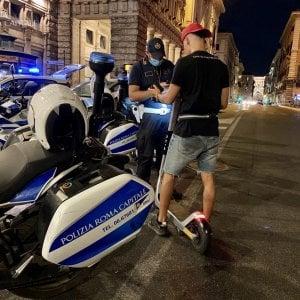 Roma, caccia al monopattino, il blitz dei vigili: 113 illeciti una seratao