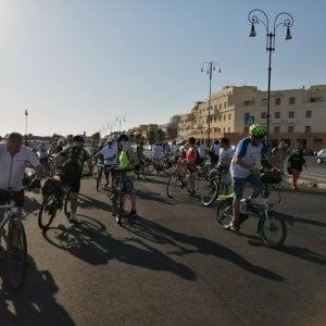 Ostia, una pedalata per rivendicare il mare e una pista ciclabile