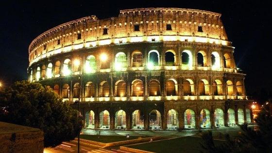 Roma, scavalcano i cancelli ed entrano nel parco del Colosseo: 4 turisti denunciati