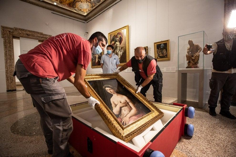"""Roma, chiusa la mostra di Raffaello, anche la """"Fornarina"""" torna a casa scortata. E sulla Galatea l'incanto del """"blu egizio"""""""