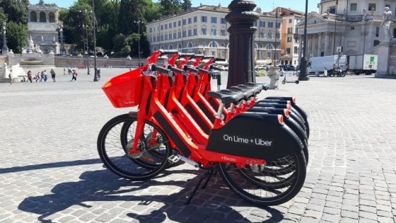 Trasporti a Roma, Jump ci riprova: tornano in strada le bici elettriche rosse