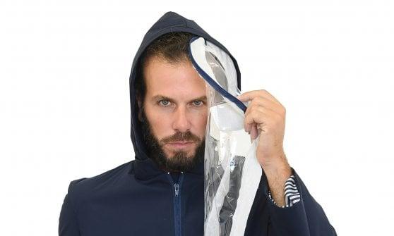 Un cappotto anti Covid, l'idea geniale in caso di pioggia (e di seconda ondata)