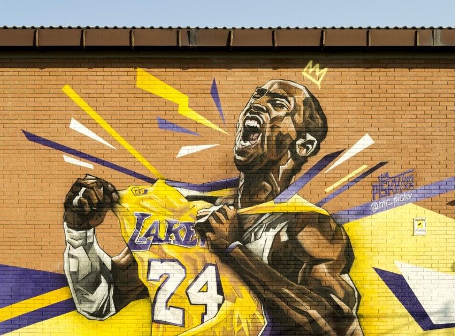 Omaggio a Kobe Bryant: un murale a Roma per ricordare il campione scomparso
