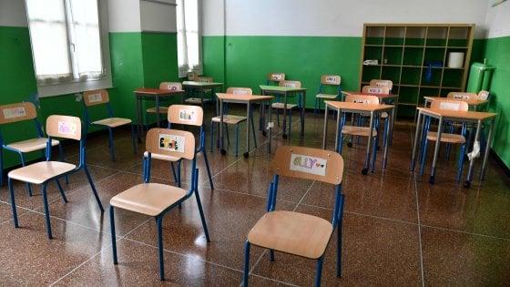 Scuola, nel Lazio studenti in classe senza banchi almeno per un altro mese e mezzo