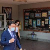Il premier Conte, visita a sorpresa in una scuola di Torre Angela