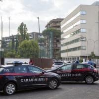 Roma, carabiniere ferito con cacciavite, collega spara e uccide aggressore durante...