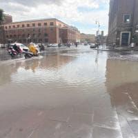 Roma, dopo la pioggia via Petroselli è una piscina