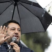Salvini parla senza mascherina alla manifestazione dei sindacati delle Forze dell'ordine in piazza del Popolo a Roma