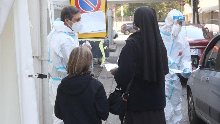 Coronavirus Lazio, 939 i positivi su oltre 17mila tamponi effettuati, numero più alto in...
