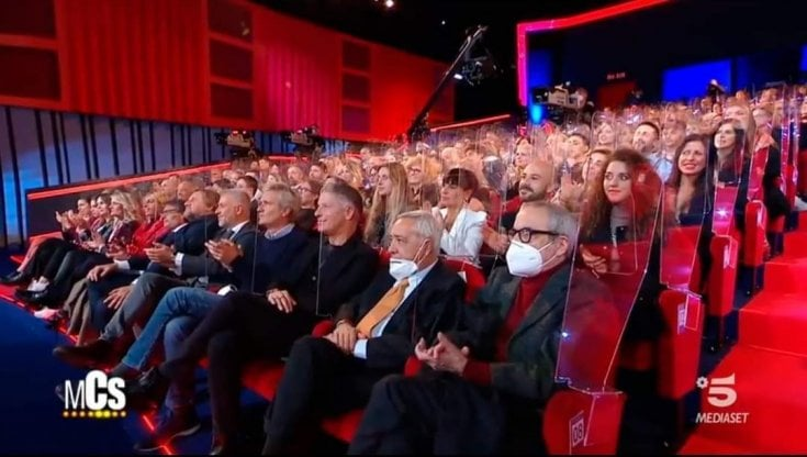 Coronavirus, teatro pieno per il Maurizio Costanzo show, è polemica. La replica:...