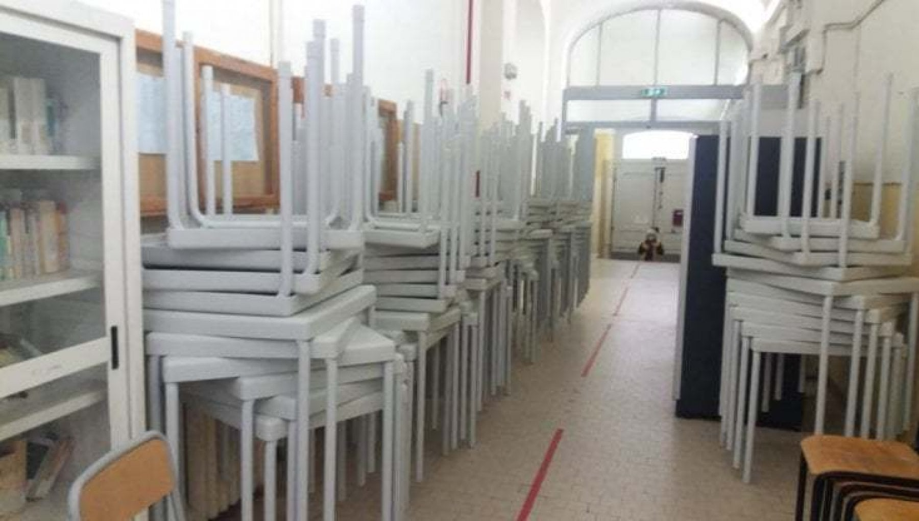 Scuola, extralarge e in ritardo: il pasticcio dei banchi ...