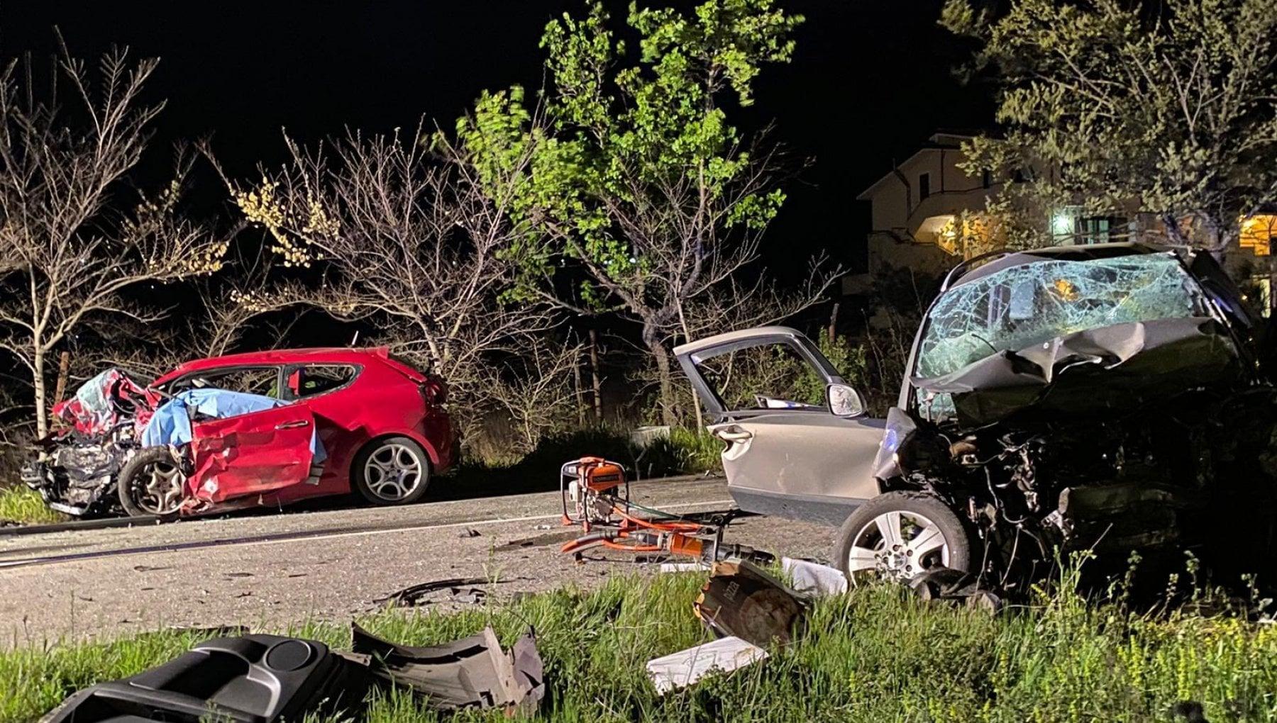 215602606 66fbb13c effc 4ee9 afe5 2cdeb3d73876 - Frosinone, frontale a San Vittore: morti tre ragazzi di 18, 19 e 20 anni e un uomo di 52. Lo schianto in diretta social