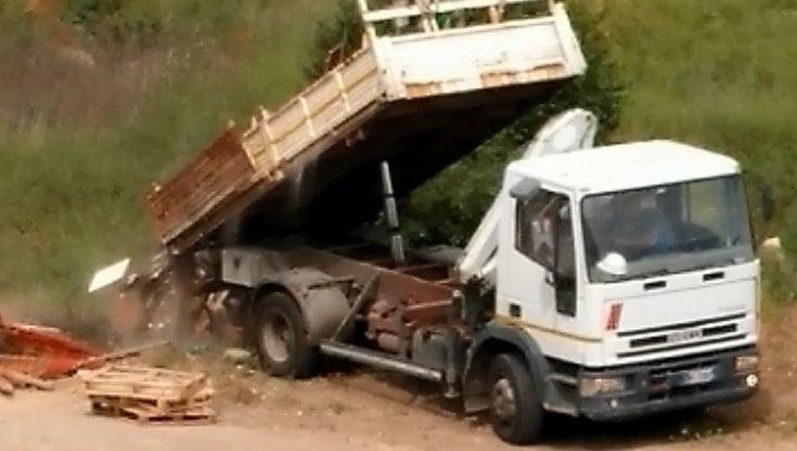 Roma, facevano sparire montagne di rifiuti sotto terra: sequestrata una discarica  abusiva a Ponte di Nona - la Repubblica