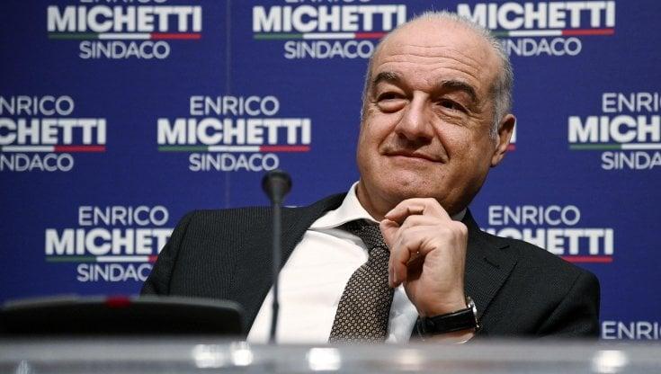 Elezioni Roma, Michetti corteggia Raggi per non affondare