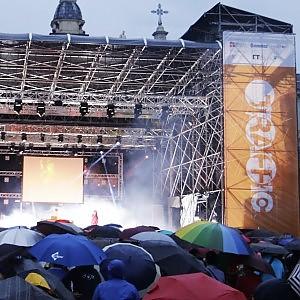 Ballando sotto la pioggia, il maltempo non ferma il primo atto di Traffic