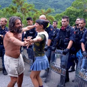 Disordini al cantiere Tav dopo la marcia pacifica finita dei mille
