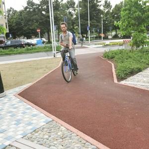 Il gioco dell'oca di piazza Marmolada, la pista ciclabile è a zigzag