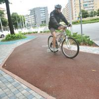 Torino, la pista ciclabile è un gioco dell'oca a zigzag