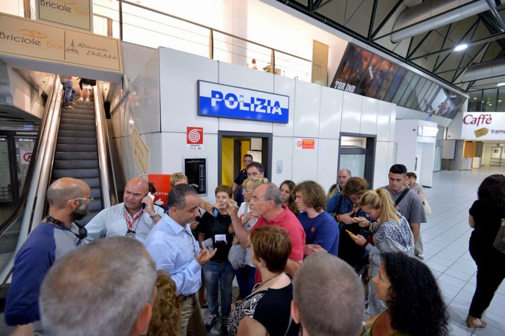 Bloccati per 24 ore, la rabbia dei passeggeri Volotea