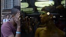 Nude in una teca di vetro, la denuncia shock contro la violenza sulle donne